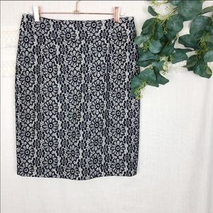 Banana Republic Bonded Daisy Lace Pencil Skirt 2
